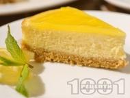 Рецепта Свеж печен лимонов чийзкейк с бисквитен блат